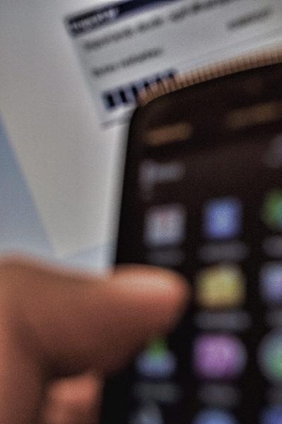 ,prodjune2010,celular,telefono,tecnologia,tactil,boton,botones,tocar,moderno,conectividad,conexion,descarga,conectado,fuera de foco,AGO2010