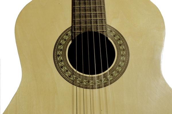 ,guitarra,instrumento,instrumentos,vista de frente,cuerda,cuerdas,criolla,criollo,amarillo,primer plano,,AGO2010