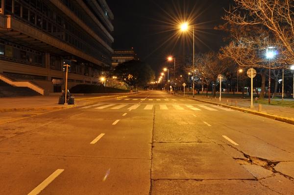 Imagen de noche, calle, desierto, ciudad, nadie