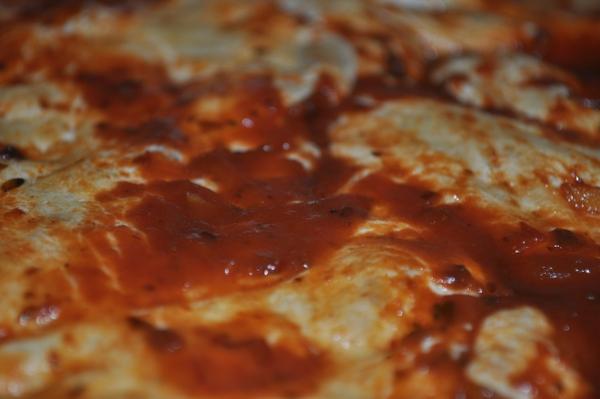 interior, comida, crocante, sabrosa, gratinada, horneada, comida saludable, casera, gastronomia, salsa, queso, fotografia, primer plano, foco preferencial, simple, horizontal, nadie,ABRIL2013