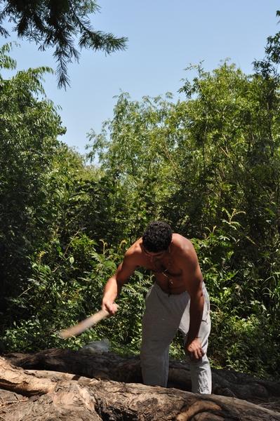 exterior, de dia, naturaleza, forestal, fotografia, vertical, imagen a color, hombre, 25 - 29 años, simple, campo, movimiento, arboles, vegetacion, actividad de ocio,ABRIL2013